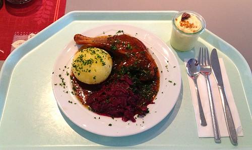 Gänsekeule mit Blaukraut & Kartoffelkloß / Duck leg with red cabbage & dumpling
