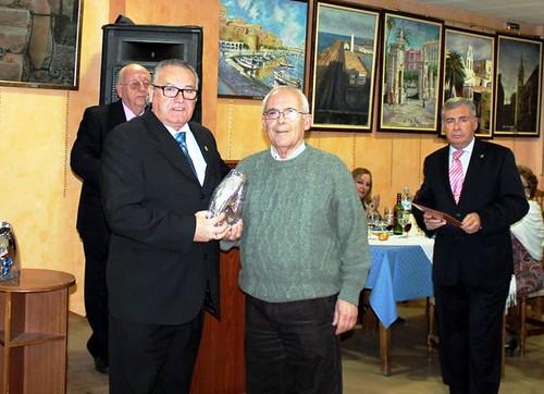 José Gonzalez entrega premio a Juan M garcia Ramos