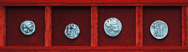 RRC 095 VB Vibo half-victoriatus, RRC 96 incuse-legend victoriatus, Ahala collection, coins of the Roman Republic