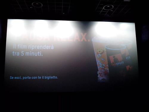 Il film riprenderà tra 5 minuti. by Ylbert Durishti