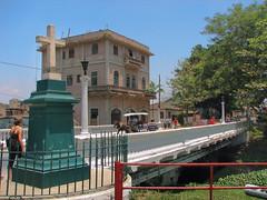 El sencillo, pero icónico y místico Puente de la Cruz, sobre el arroyo Cubanicay, en Santa Clara, Cuba.