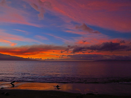 maui hawaii ocean water sea sky color clouds haleakela mountain island volcano sun sunrise molokini kahloowae reflection beach shore breakingdawn dawn light morning