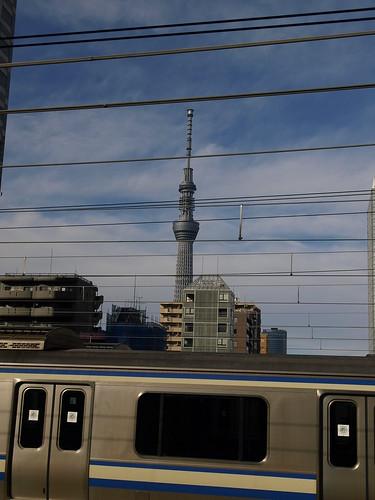 回送車両とスカイツリー(錦糸町)