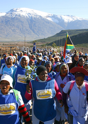 South African farm workers in the Western Cape have struck for a minimum wage. Many have returned to work pending negotiations on December 4, 2012. by Pan-African News Wire File Photos