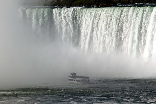 Maid Of The Mist at Horseshoe Falls
