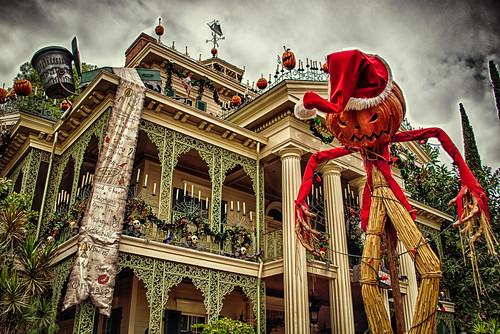 christmas halloween pumpkin nikon disneyland disney d200 hdr cliche hauntedmansion neworleanssquare hauntedmansionholiday disneylandresort hcs pumpkinking clichesaturday hbmike2000 noitsnotmeinasantahat