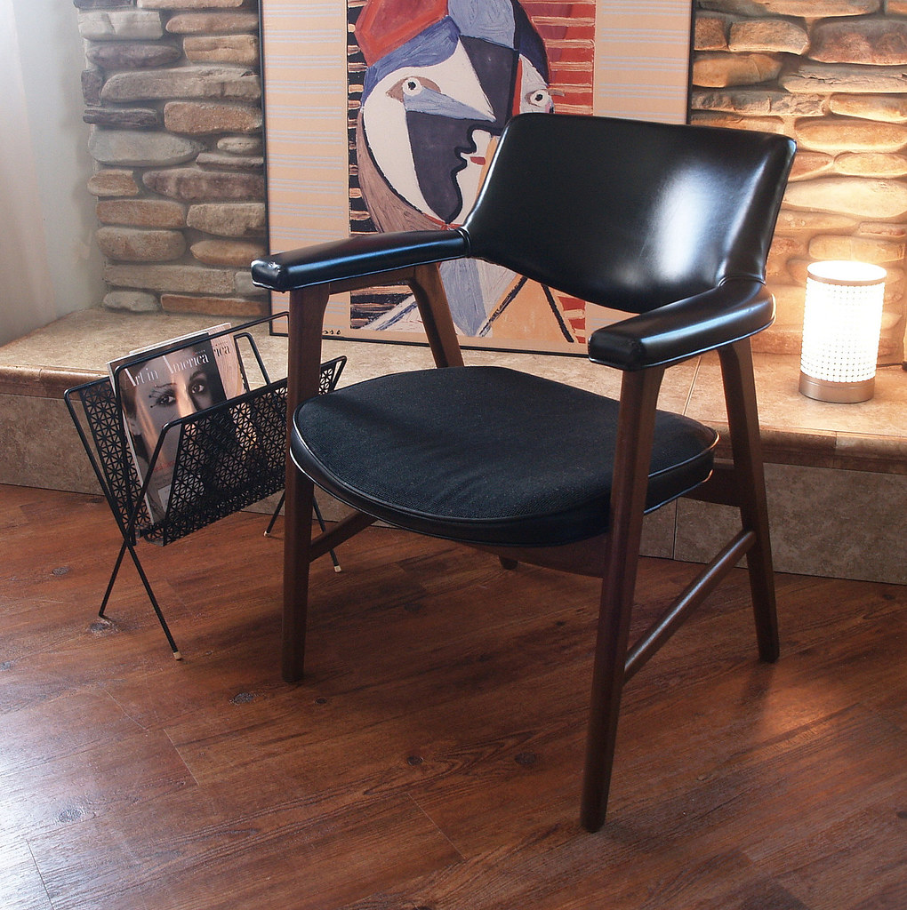 Mid century modern walnut chair black faux leather retro vintage 1960s guest side desk