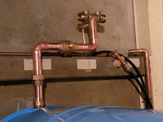 A water pressure tank that malfunctions can cause noisy pipe issues