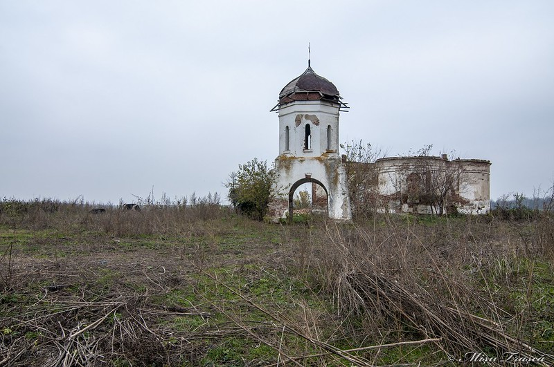 Ruinele Bisericii Măgureni