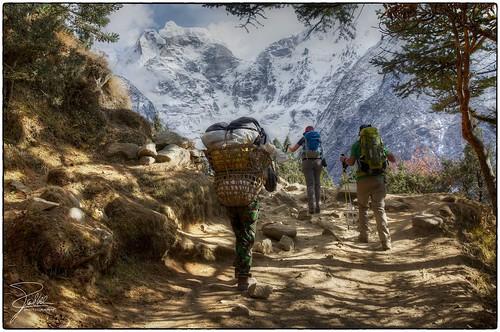 nepal trekking canon hiking himalaya sherpa f9 tyangboche 24105 tengboche canonef24105mmf4lis ef24105mmf4lisusm kangtega canoneos5dmarkii sagarmāthāzone everestbasecamptrekkingroute thesnowsaddle