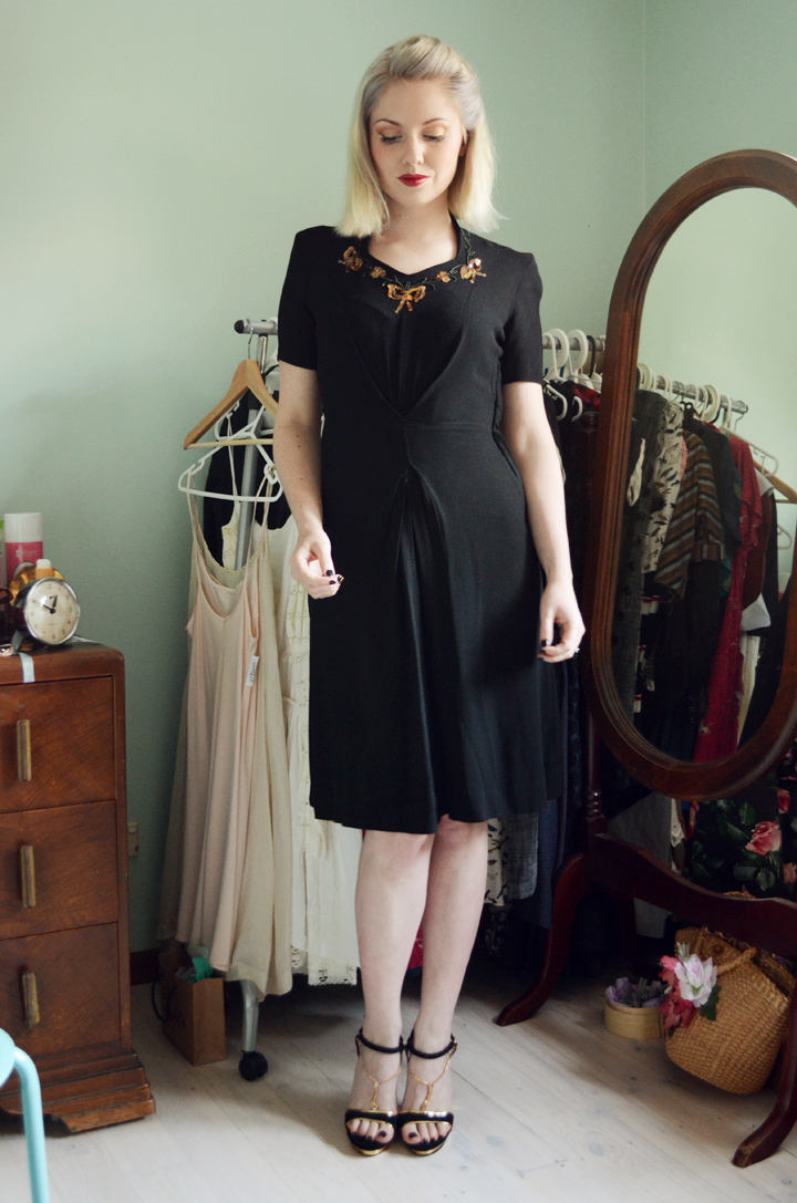 1940s dress black and gold sequins d