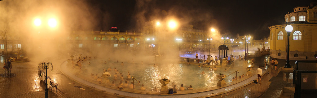 Széchenyi bath by night