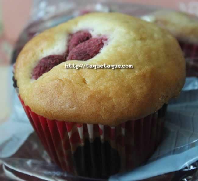Uno de los muffins de frambuesas (y mucho cariño) que hicieron para mí Eva y Ainoa
