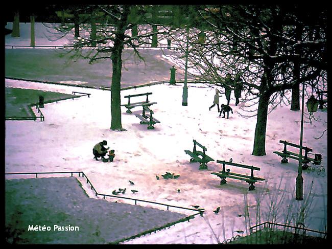 neige et froid place des Vosges à Paris lors du coup de froid de début décembre 1973 météopassion