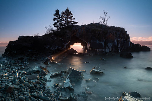 longexposure morning winter sea seascape minnesota sunrise island arch cave lakesuperior sunbeam hollowrock
