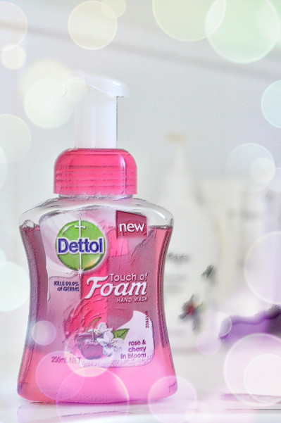 Dettol Touch of Foam: Rose & Cherry in Bloom