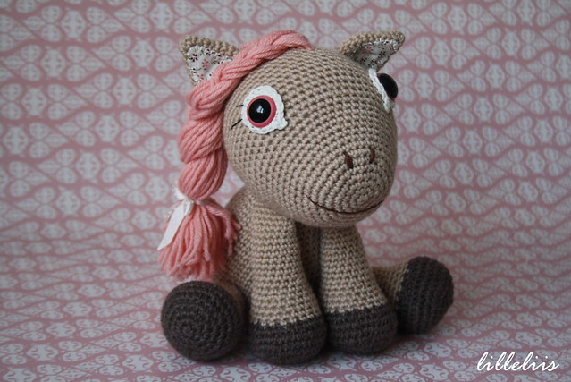 Leila the Pony pattern for Zoomigurumi book