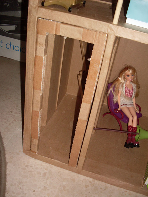 BarbieCardboardDollhouse043