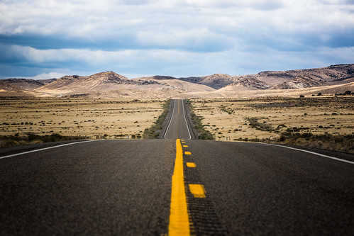 road mountains yellow us haze highway horizon route heat lincoln mirage distance 93 markings