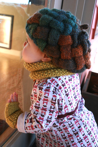 baby bag lady mitts and matching cowl