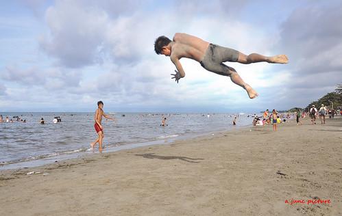 beach fly acrobat stunt acrobatic sommersault beachstunt