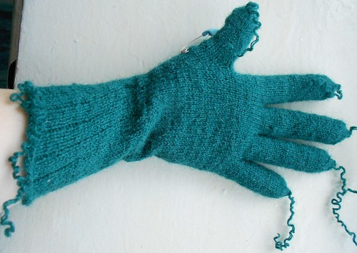 перчатка почти готова