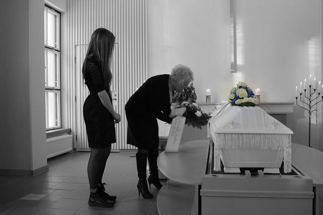 isän hautajaiset 107