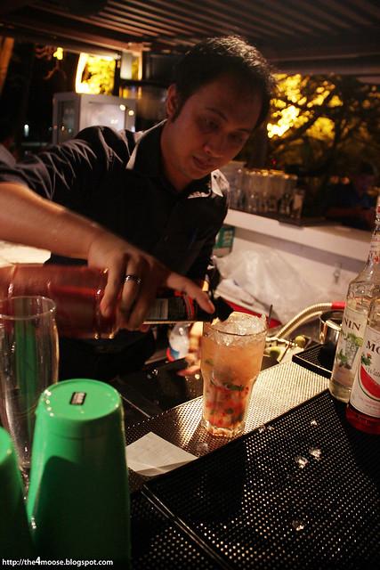 1 TwentySix - Mixing Cocktails