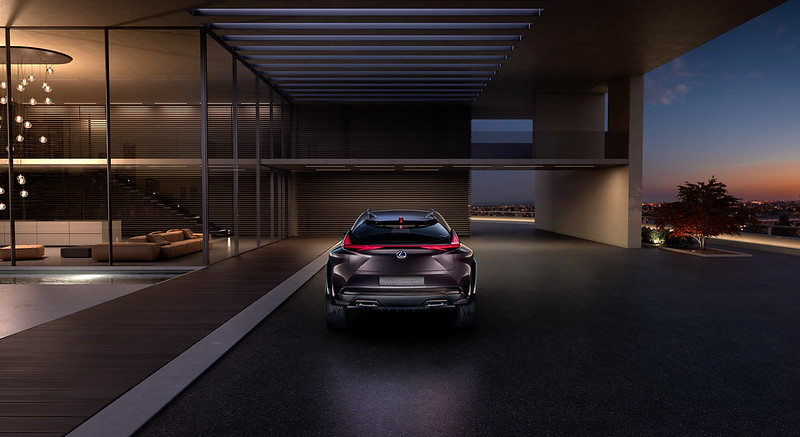 Фантастический Lexus UX