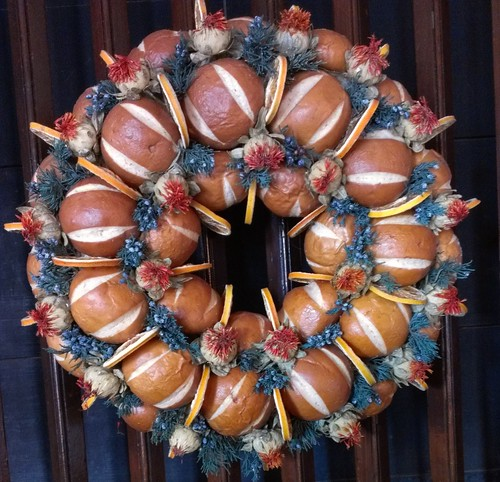 Bread roll wreath
