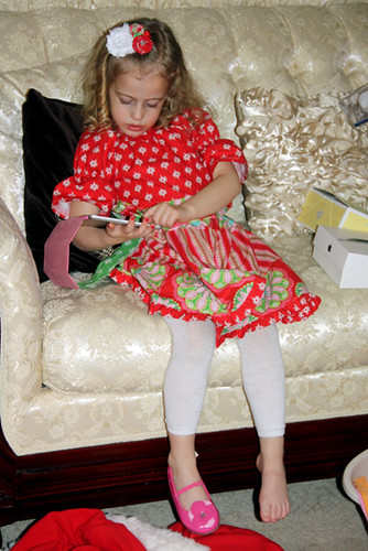 Autumn-on-couch-with-Mini-iPad