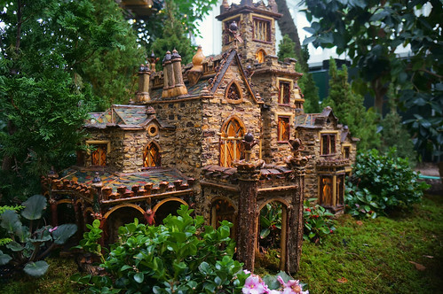 Model old mansion at the New York Botanical Gardens Holiday Train Show