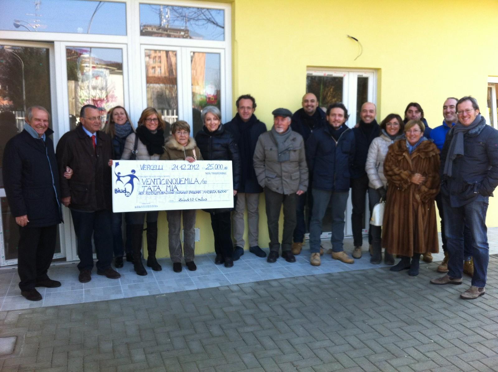 21/12/2012 Consegna assegno di 25.000,00 Euro a Tata Mia - Foto di Massimiliano Muraro
