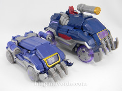 Transformers Soundwave Voyager - Generations Fall of Cybertron - modo alterno vs WFC Deluxe