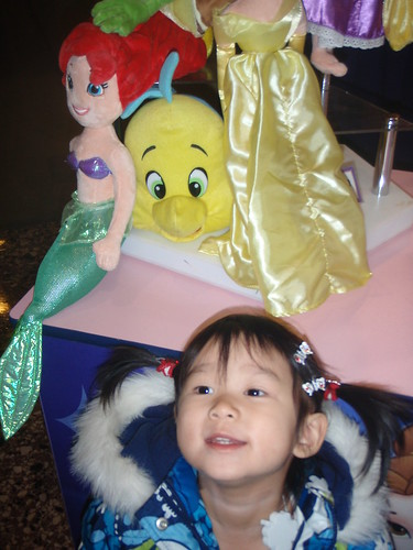 January 4 2013 Disney on Ice Dare to Dream Aiva's early 3rd bday surprise (8) by gummychild