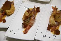 Gambón ahumado y marinado cobre crema de turron con teja de su coral, piedra espumosa de hongos y gelatina de hinojo y café