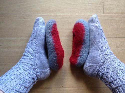 Knitting Slippers For Dummies : Knit me a therapy