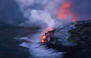 Lava Waterfall, Kilauea Volcano, Hawaii [OC] [2200 x 1238]