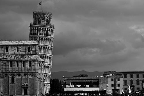 [フリー画像素材] 建築物・町並み, 塔・タワー, ピサの斜塔, 世界遺産, 風景 - イタリア, モノクロ ID:201212140400