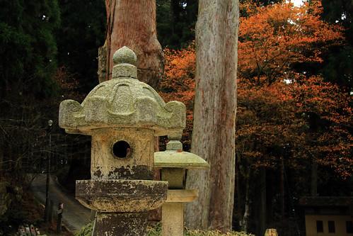 Lámpara de piedra con koyo