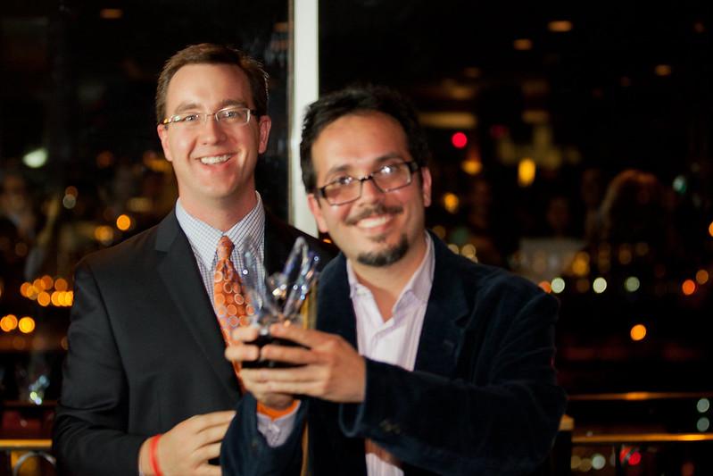 Ricardo A. Castillo recibe el Victory Award 2012 a nombre de Gil Castillo