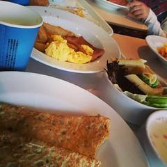 本日の朝食はIKEAで。