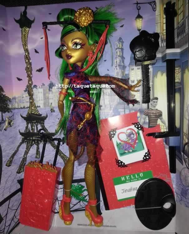 Sip, los chinos nos invaden... Ahora también tenemos una en nuestras colecciones Monster High: Jinafire Long