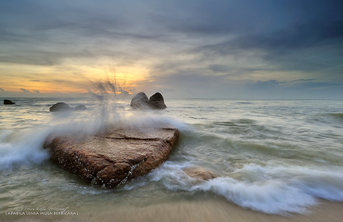 TELUK CEMPEDAK SUNRISE by nurshammamat