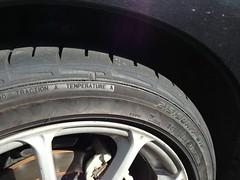 ショルダーが無くなったフロントタイヤ
