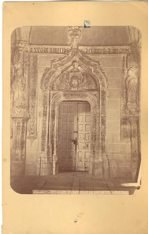Claustro de San Juan de los Reyes hacia 1875. Fotografía de Casiano Alguacil © Museo del Traje. Centro de Investigación del Patrimonio Etnológico. Ministerio de Educación, Cultura y Deporte