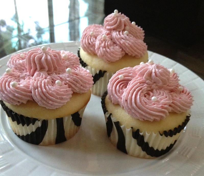 Chiffon Cupcakes w/ Strawberry Swiss Meringue Buttercream