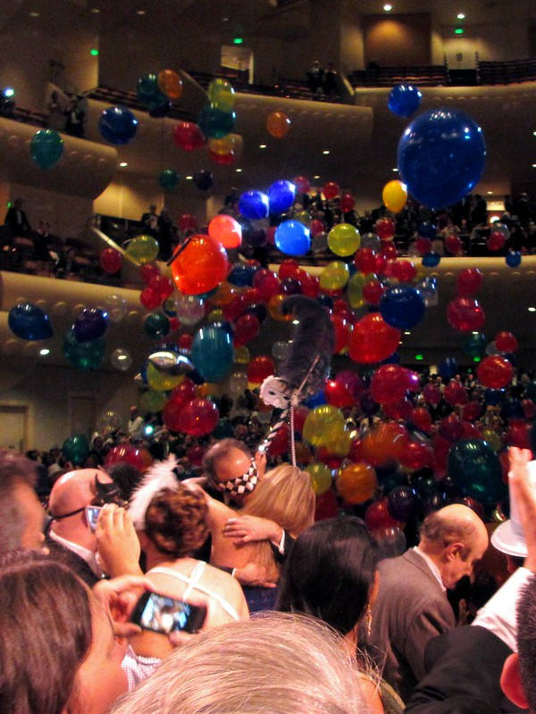 New Year's Balloon Drop at Davies Symphony Ball