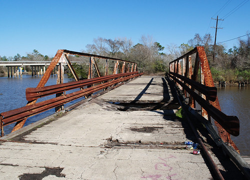 fm 105 pony truss swing movable bridge drawbridge island cow bayou cormier road bridgecity orange county texas abandoned decay vanishing pontist united states north america