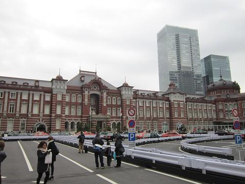 丸の内駅舎中央部と南ドーム 2012年1月5日 by Poran111